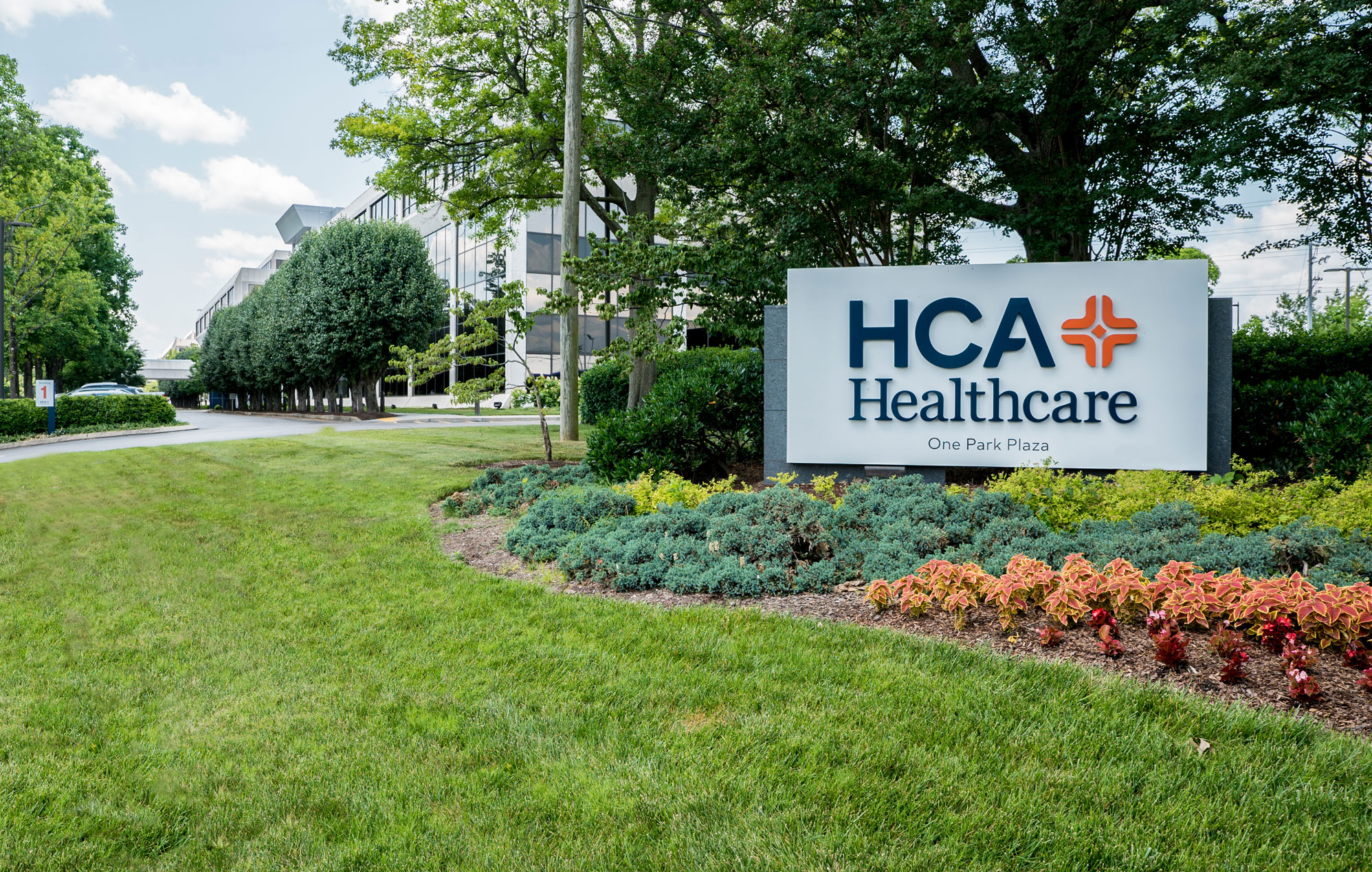 HCA revenue beats the hospital chain's expectations in 2019