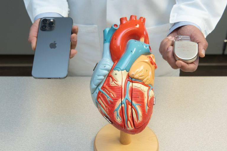 iPhone 12 can disable implanted cardiac devices, cardiologists warn