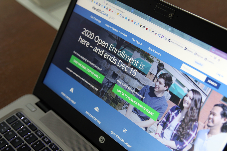 HealthCare.gov open enrollment extended after glitches