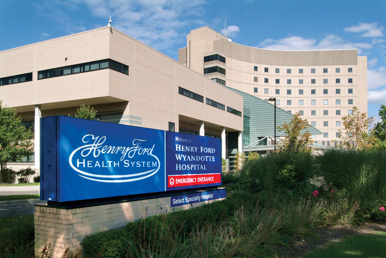 Henry Ford doctors see 'plateau' in patient surge as COVID-19 deaths in Michigan top 2,000