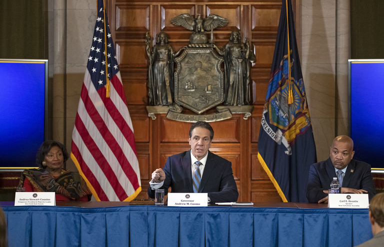 New York governor to force insurers to limit patient coronavirus testing costs