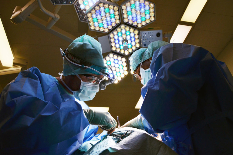 Hip, knee surgery readmission rate improvement slows under CMS program