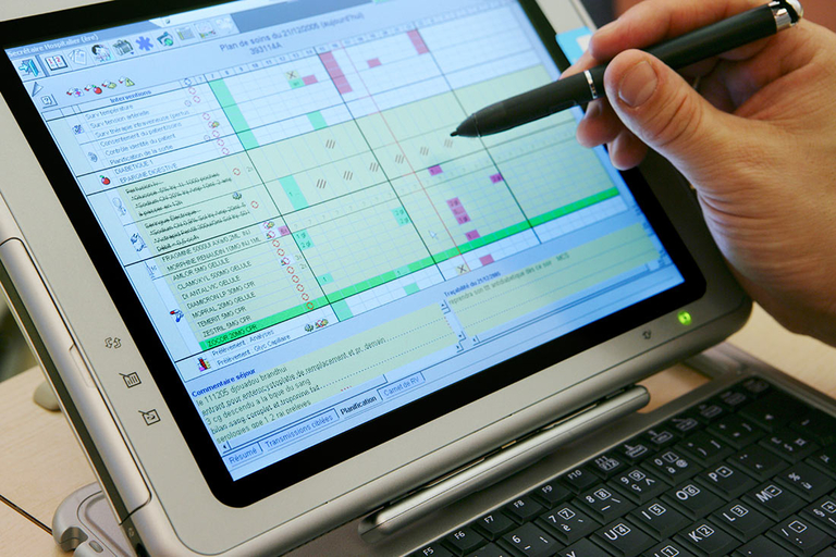 Physicians score EHRs an F on usability, study finds