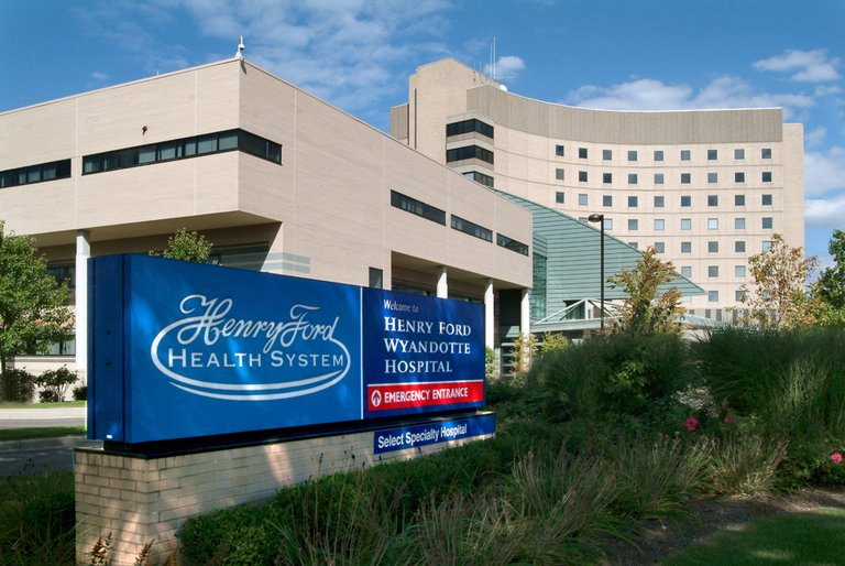 More than 2,000 workers at Henry Ford Health, Beaumont affected by COVID-19