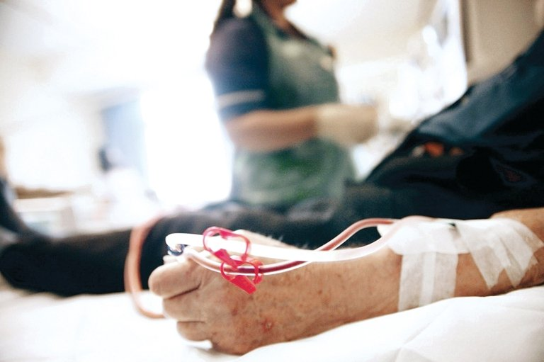 Judge blocks California law on dialysis clinics