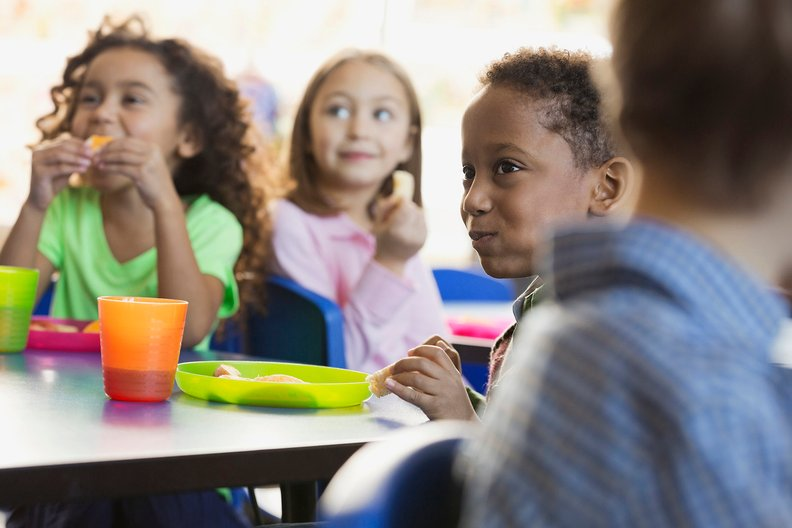 kids at lunch_G_i.jpg